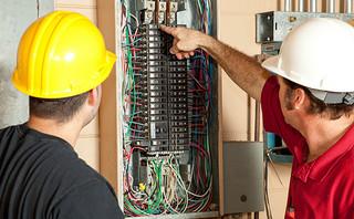 Les travaux de plomberie et d'électricité