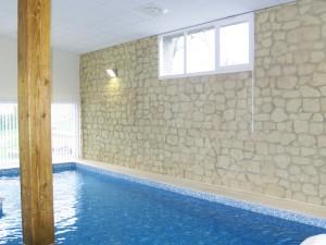 Revêtement de mur pour piscine d'intérieure