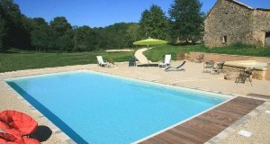 Volet roulant pour piscine : la solution de protection ?