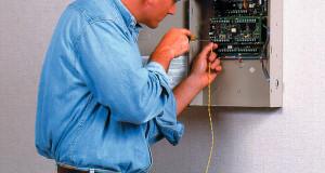 Installer un système d'alarme : le concept du DIY ou faire appel à un professionnel