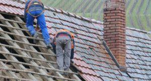 Les actions à entreprendre pour démousser la toiture