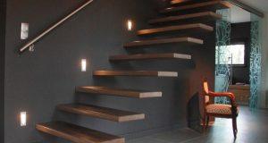 Choisir un éclairage qui mette en valeur les escaliers en bois
