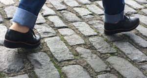 Béton, pierre ou drainant : comment choisir un pavé ?