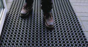 Tapis pour revêtement de sol dans le milieu industriel