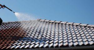 Comment nettoyer le toit de sa maison ?