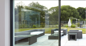 Baie vitrée coulissante en aluminium : ergonomie et fiabilité
