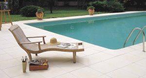 Pourquoi choisir un carrelage piscine blanc?