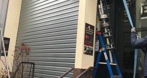 Comment réparer un rideau métallique désaxé ?
