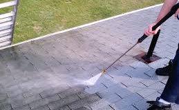 Comment procéder au bon nettoyage de la toiture ?