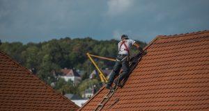 Les 5 signes qui démontrent que votre toit doit être réparé