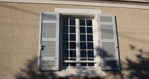 Pourquoi faire appel à un professionnel pour poser une fenêtre intérieure ?