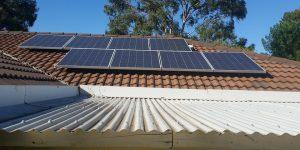 Comment s'effectue la transformation de l'énergie solaire en électricité ?