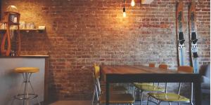 Quelle est l'importance d'une table dans la décoration intérieure?