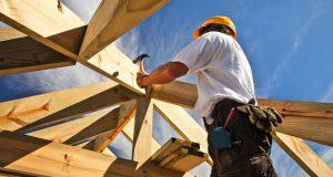 Quels sont les travaux qu'on peut confier à un artisan couvreur charpentier?